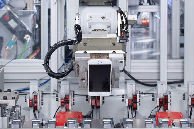 Les humains plus efficaces que les robots pour assembler les appareils d'Apple