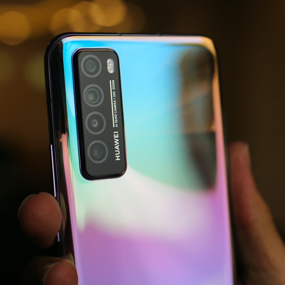 Smartphones : Huawei devance Samsung sur un marché en repli