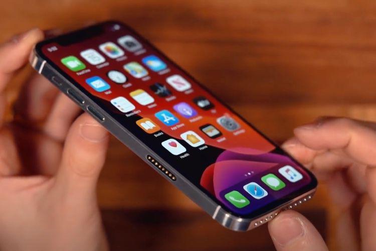 video en galerie : Un iPhone 12 fait maison et qui marche (presque)