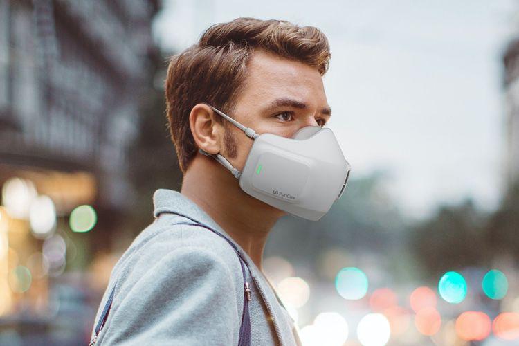 image en galerie : L'homme au masque d'air pur