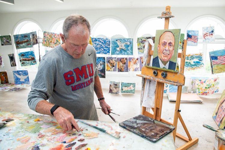 George W. Bush et son iPad tartiné de peinture