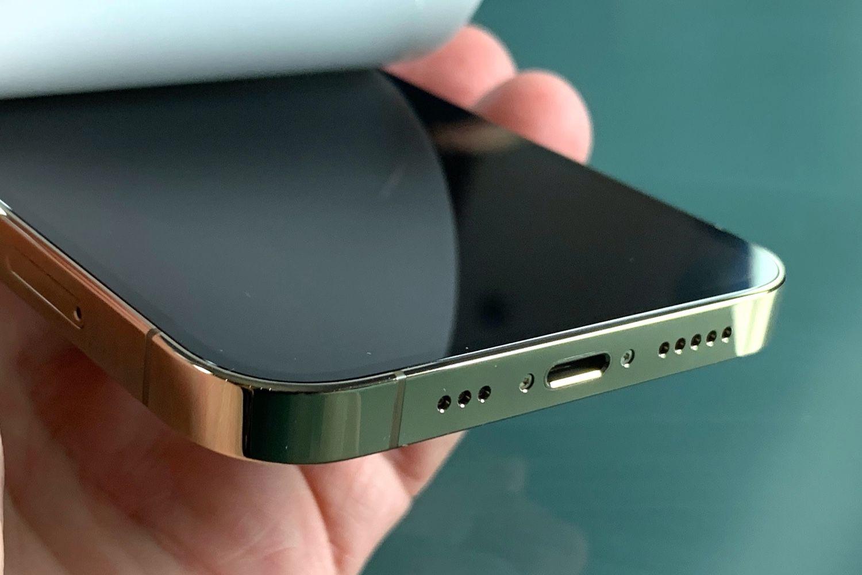 iPhone 12 Pro : un déballage qui sent bon les années2010