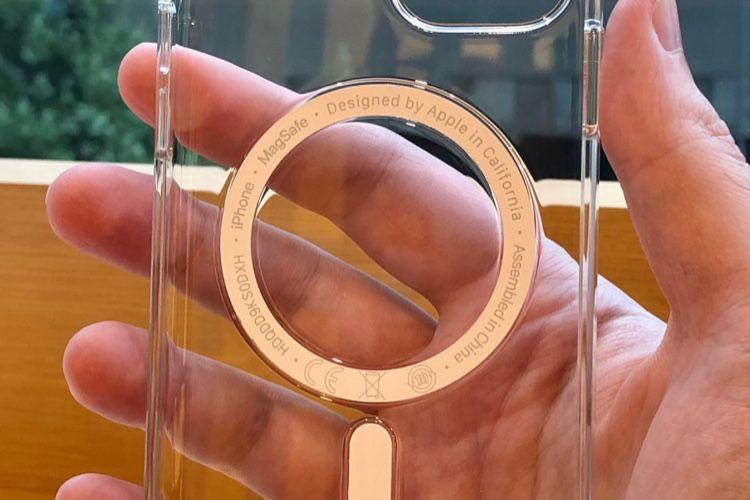 Coup d'œil sur la coque transparente MagSafe pour iPhone 12