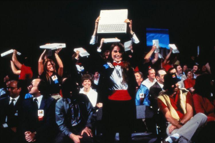 image en galerie : Voilà à quoi ressemblait le lancement d'un ordinateur Apple il y a plus de 35 ans