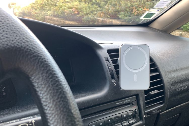 Test du support de voiture MagSafe de Belkin pour iPhone 12