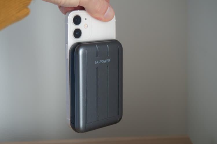 Test d'une batterie externe compatible MagSafe pour iPhone 12: une fausse bonne idée?