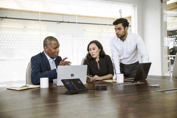 L'Intelligent Speaker de Microsoft rendra les réunions moins stressantes