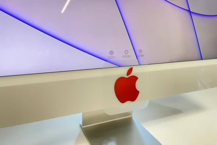 image en galerie : L'autocollant fourni avec l'iMac n'est pas compatible avec son menton