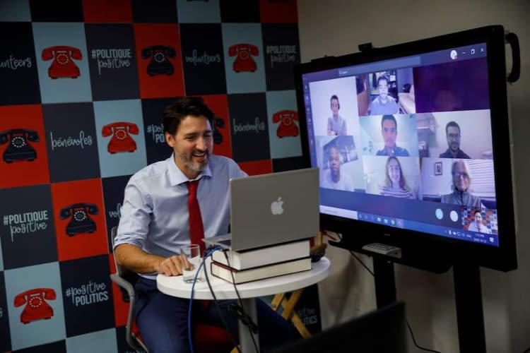 image en galerie : Justin Trudeau utilise un faux Mac