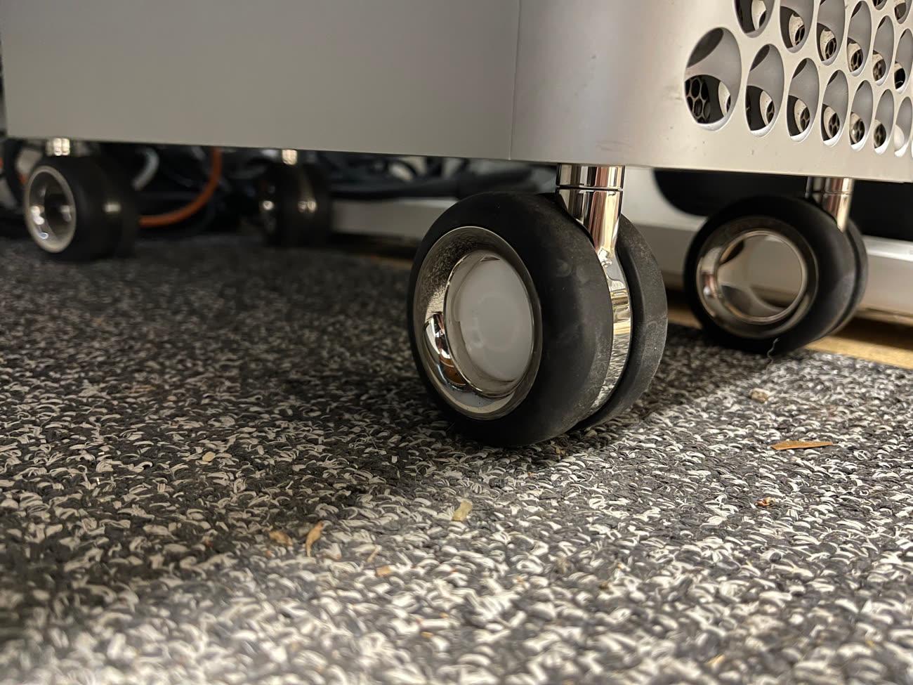 Astuce : les roues du MacPro sont parfaites pour y placer des AirTags