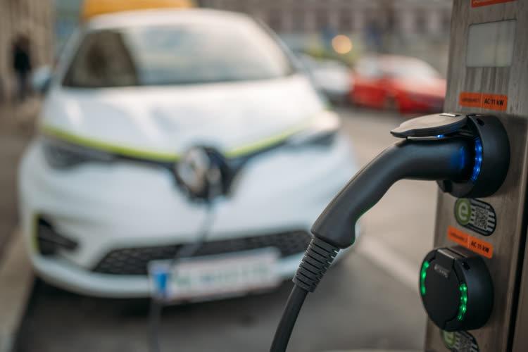 Les véhicules électriques pourraient être moins chers à produire dès 2027 en Europe