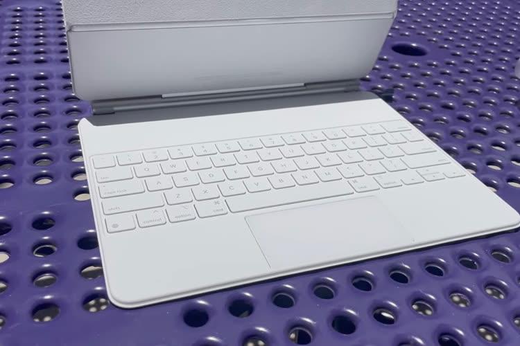 iPad : le Magic Keyboard blanc déballé