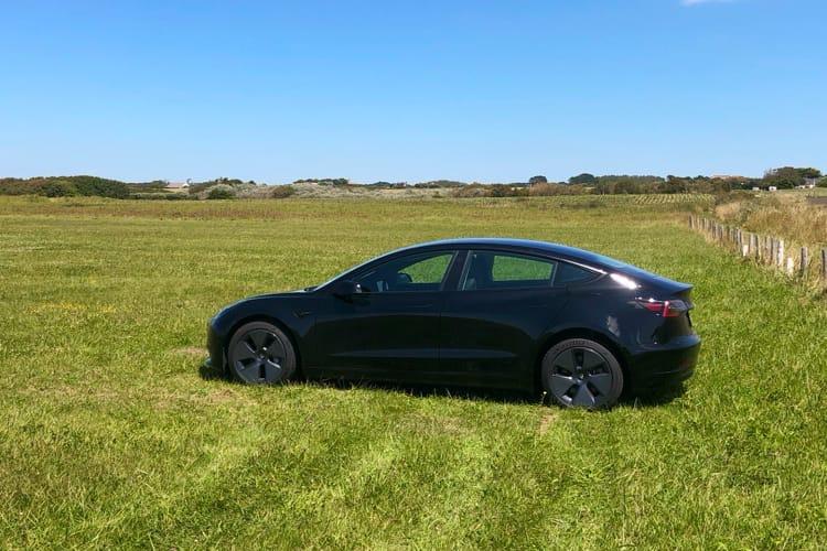 Tesla active l'abonnement pour la conduite autonome aux États-Unis