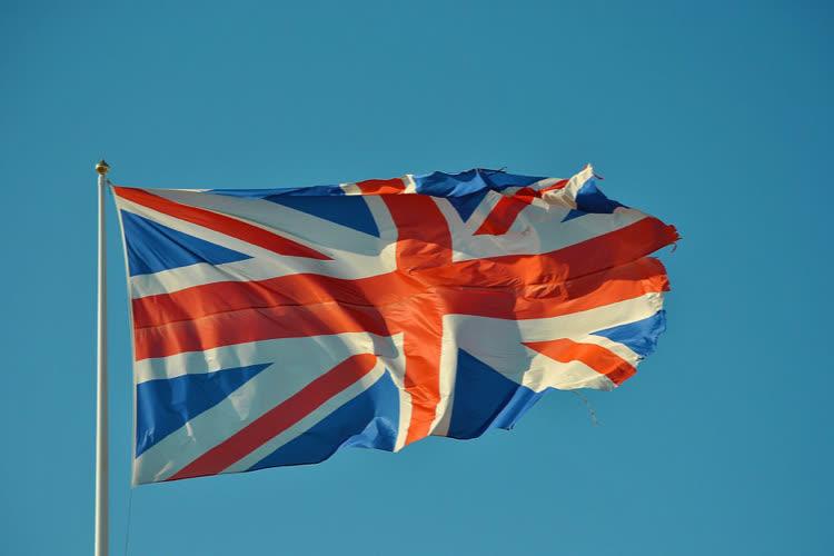 Au Royaume-Uni, la sensibilité de l'application de traçage nationale fait débat