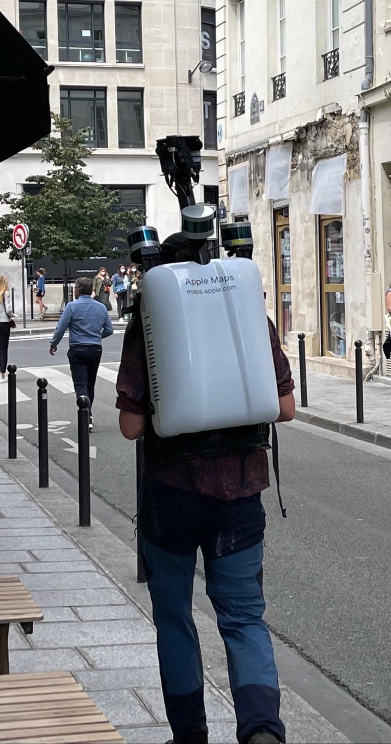 Les piétons Apple Maps parcourent les rues de Paris