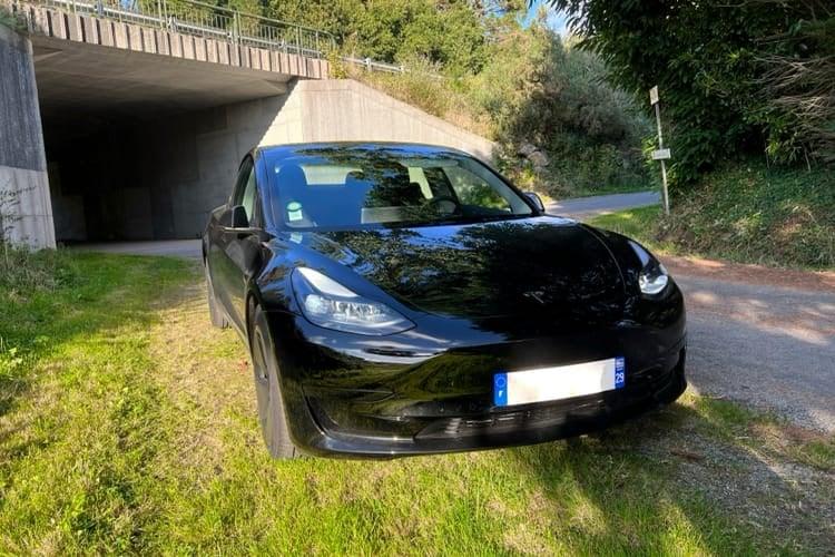 Tesla évalue les conducteurs avant de donner accès à sa conduite autonome en bêta