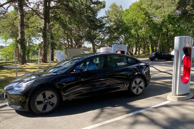 Tesla ferme son programme de parrainage en Europe