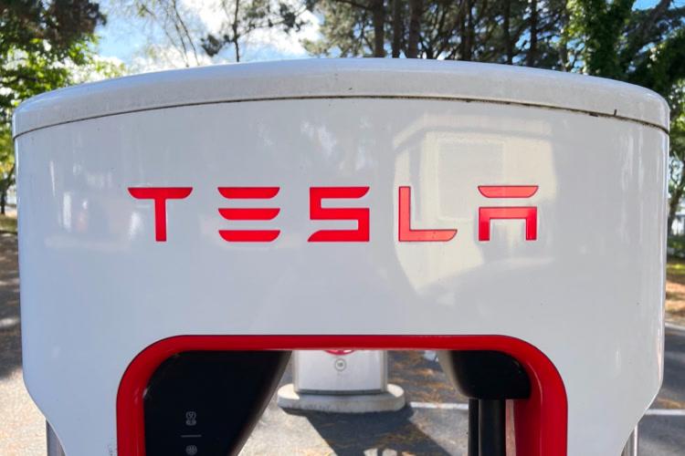 Tesla a lancé son assurance facturée en fonction des habitudes de conduite